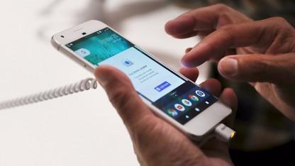 Люди нашли опасные вирусы в новых смартфонах